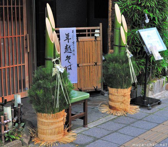 Tre và tùng là loại cây mang lại may mắn trong năm mới