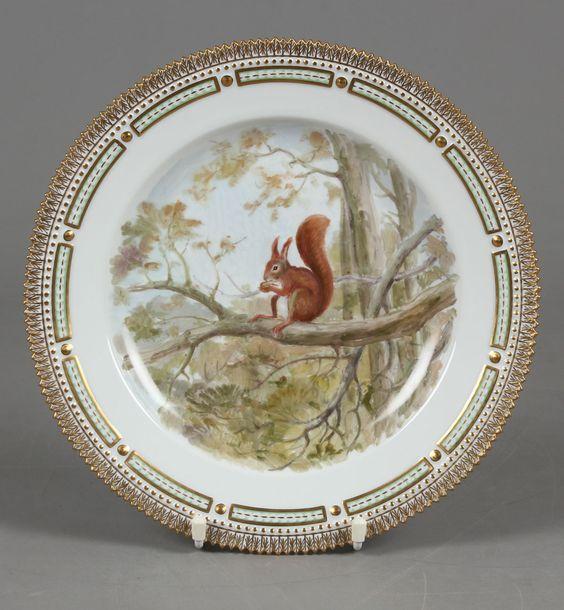 Kgl. Fauna Danica tallerken af porcelæn. Sciurus vulgaris.