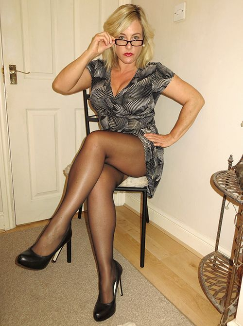 Wearing Hot Pantyhose Black 102