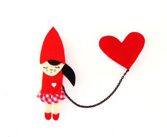 Piccola spilla Cappuccetto rosso è composta da eco feltro, dipinte a mano. Perno divertente per i vostri cappotti grigi!    Amo trasformare le mie