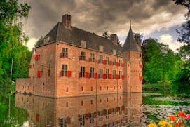 """Castle """"Het Oude Loo"""" in Apeldoorn, the Netherlands."""