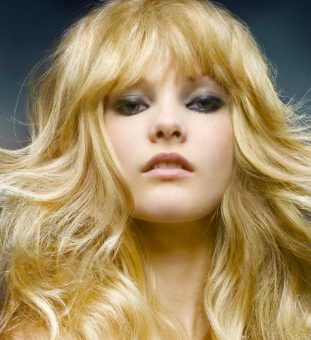 Coiffures and coupe on pinterest - Coiffure avec frange ...