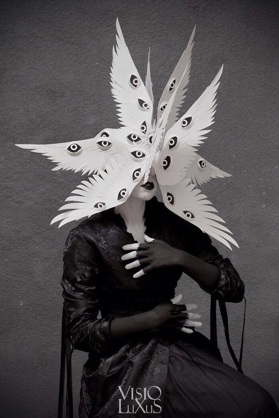 Ana est daltonienne, elle vue la vie en blanc et noir littéralement.