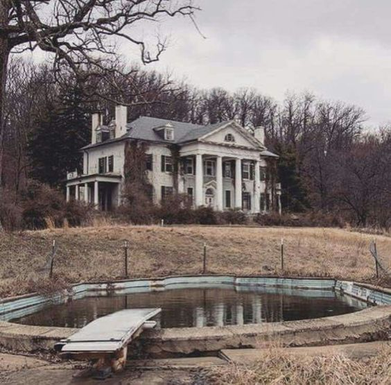 Abandoned Virginia Estate! WHY??? I wish i found one! When there is no owner, where you can buy them when they nowhere on real estate lists is?