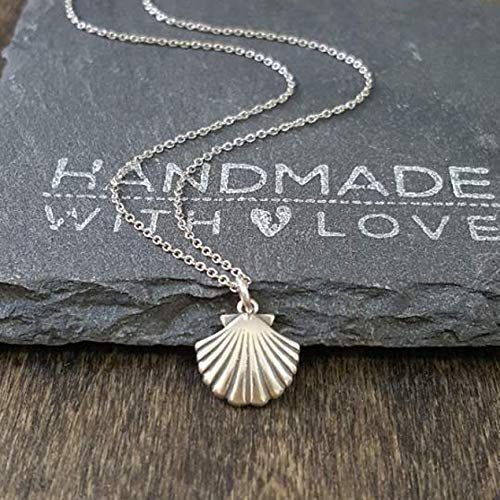 18 Sterling Silver Clam Pendant Necklace