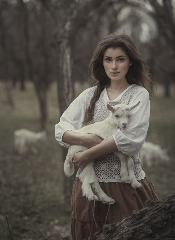 photo girl little goat / By David D  davidfotographer.35photo.ru