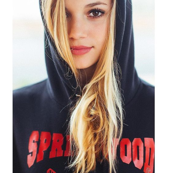 Rainy Monday and first day back after #Springbreak. Make the #hoodie look good.  @lucyspivey #lucky13 #springwood