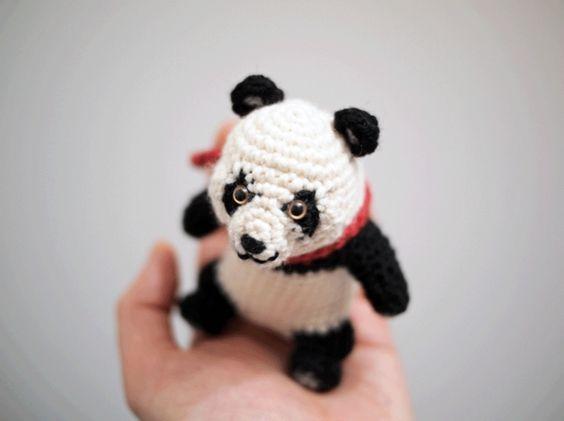 Fotos, Patrones amigurumi and Pandas on Pinterest
