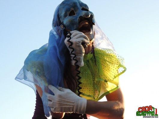 Alegres zanqueros en las Fiestas del Pitic 2012