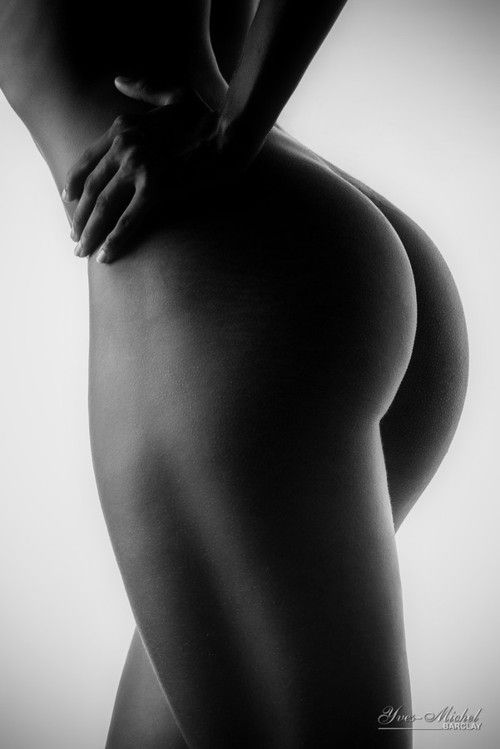 black-and-white-nude-photography-butt-pornstars-in-action