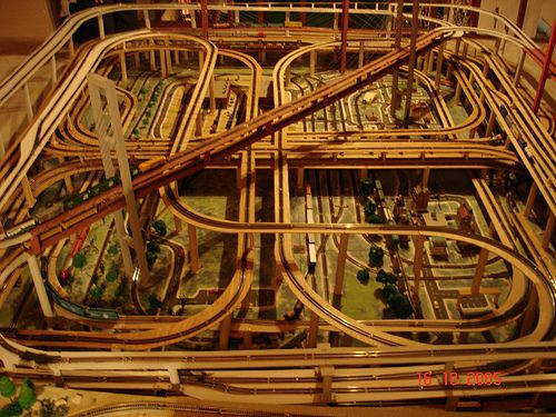 N scale layout top view model trains pinterest for Complex table design