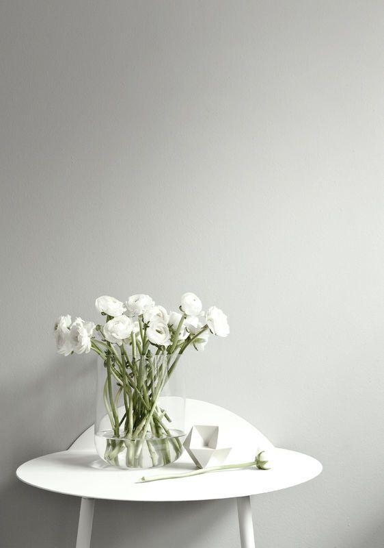 Minimalizm Mniej Znaczy Wiecej Fot Mat Pras Menu White Flowers Wall Table Vase