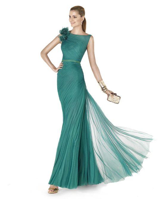 Pronovias te presenta su vestido de fiesta AJUAR de la colección Fiesta 2015.   Trajes de novia y noche - www.anneveneth.com