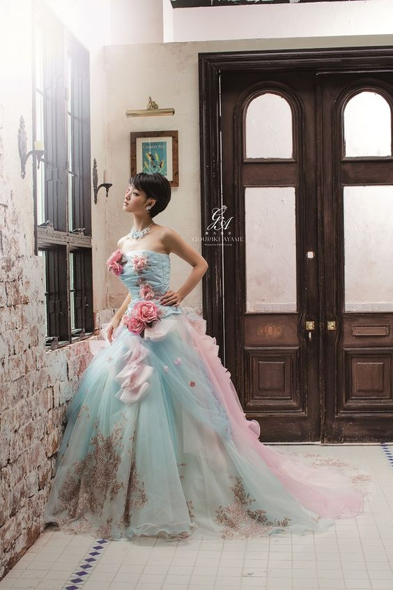 水色ドレスの剛力彩芽