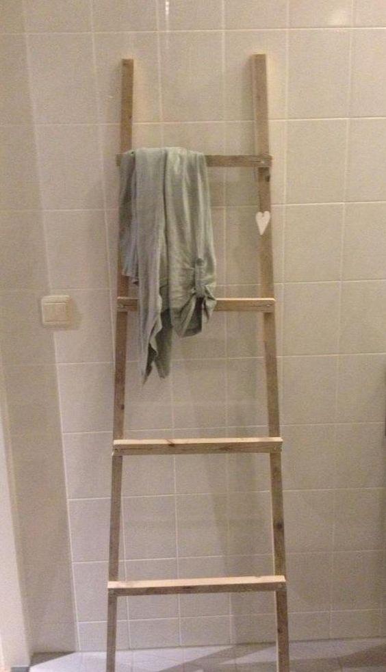 Foto: Ladder gemaakt van latjes, in de badkamer voor handdoeken.. Geplaatst door c-inderella op Welke.nl