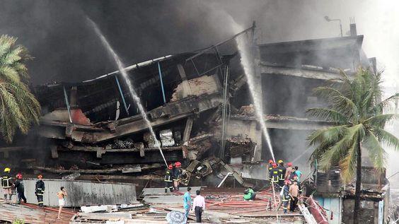 Chemikalien als Brandbeschleuniger?: Fabrikfeuer in Bangladesch fordert 25 Tote
