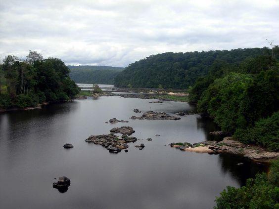 El río Ogooué. ◆Gabón - Wikipedia https://es.wikipedia.org/wiki/Gab%C3%B3n #Gabon: