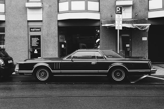 Probably the longest car in Munich #lincoln #continental #munich #münchen #germany #carspotting #cars #americancars #schwabing #blackandwhite #vscocam #vsco_hub #vh_crop #vscogang #vscogrid #vscofeature #igersmunich #streetsofmunich #carsofinstagram...
