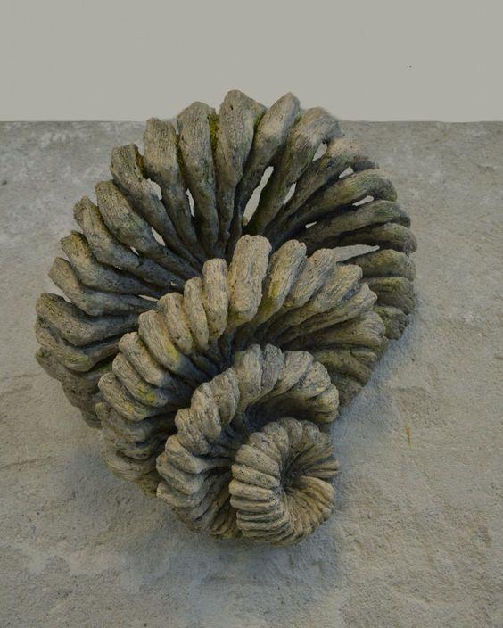 Organische vormgeving; vormen die geïnspireerd zijn door de natuur, zoals planten en dieren.