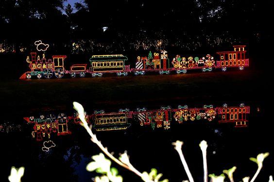https://flic.kr/p/Q5zU7x | 2016 December 12,Christmas Lights Bellingrath Gardens Nikon D7200 | 2016 December 12,Christmas Lights Bellingrath Gardens Nikon D7200