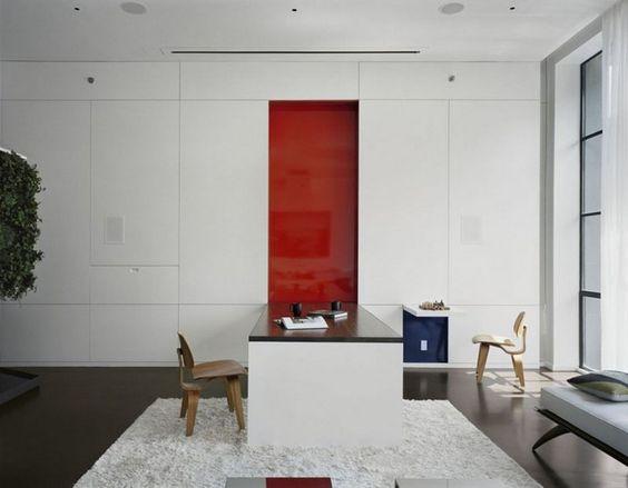 Wandklapptisch design  Großer Wandklapptisch deckt rote Wand auf | Angela's Room ...