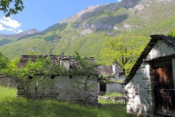 Google Afbeeldingen resultaat voor http://us.123rf.com/400wm/400/400/mlehmann78/mlehmann781008/mlehmann78100800040/7627940-dorp-op-een-berg-weide-bestaande-uit-oude-huizen-samengesteld-uit-ruwe-steen-ligt-in-de-vallei-van-d.jpg