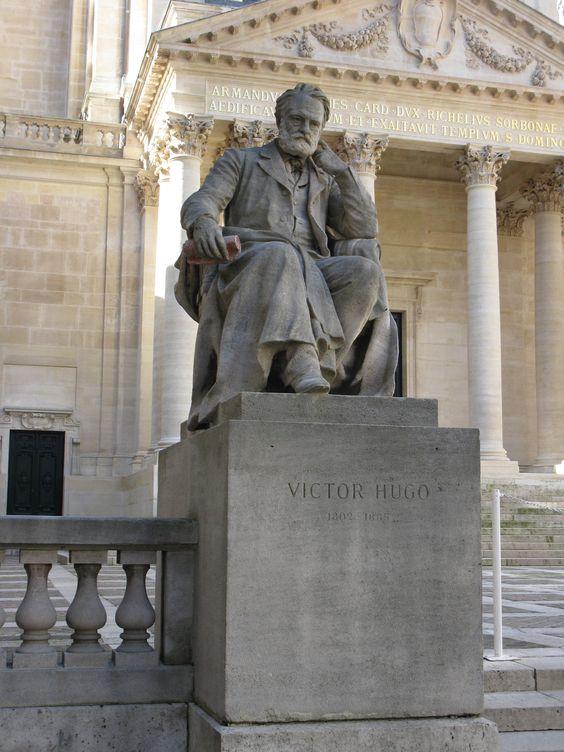Paris 6e, Cour d'honneur de la Sorbonne, statue de Victor Hugo par Laurent Marqueste