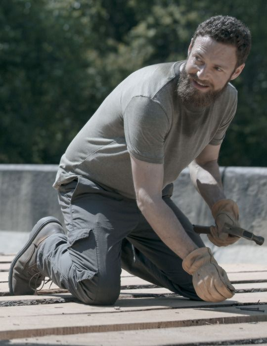 Aaron In The Walking Dead Season 9 Episode 2 The Bridge