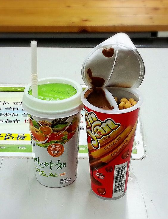 Fruit & vegi juice, chocolate flavor dipping sauce with stick(total ₩2,500=2.5$)
