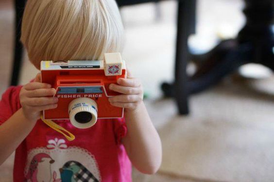 Retro gold – Fisher-Price Classics Changeable Picture Disc Camera