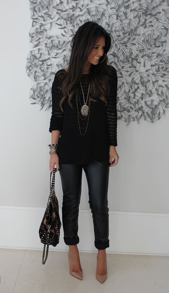 Black top dark jeans and neutral shoes. | Fashion | Pinterest