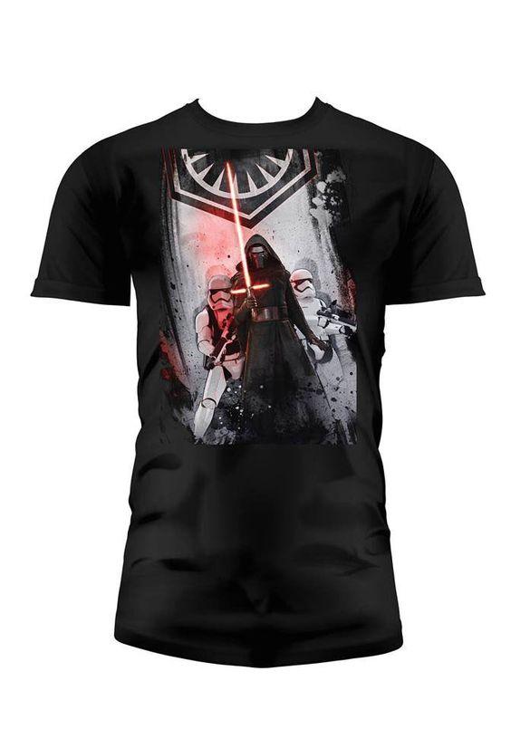 Camiseta First Order. Star Wars Episodio VII Estupenda camiseta con el título First Order, perteneciente al film Star Wars Episodio VII: El Despertar de la Fuerza, 100% oficial, licenciada y fabricada en material 100% algodón.