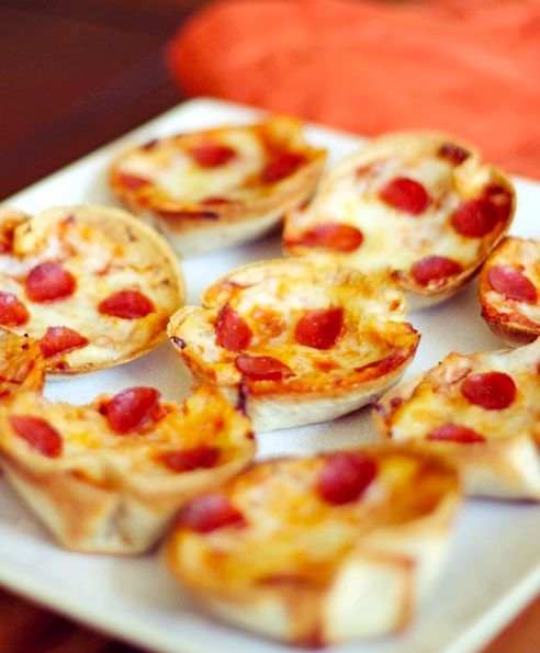 Mini deep dish pizzas - made with pita breads in muffin tins :o