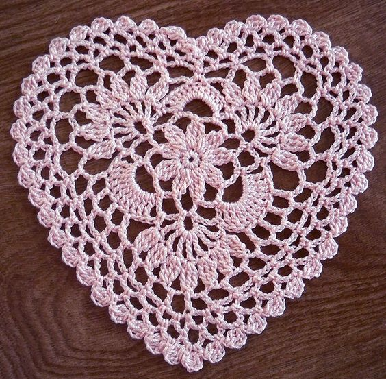 Crochet Pattern Heart : Cluster Heart - from LaceCrochet (flickr) pattern by Anne ...
