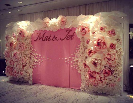 Flores de papel bodas and papel on pinterest - Paredes decoradas con papel ...