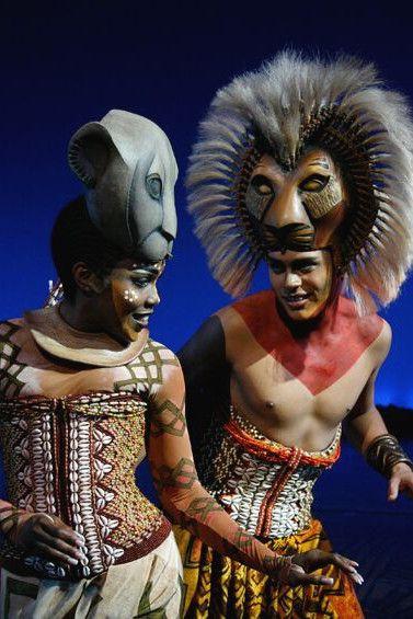 Kunstvolle Kostüme und aufwendige Schminke bei den Aufführungen von König der Löwen in #Hamburg. #Musicalreise #KönigderLöwen