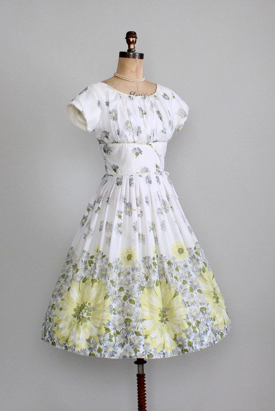 Vintage 1960s Dress 50s 60s Floral Daisies Garden Party Dress