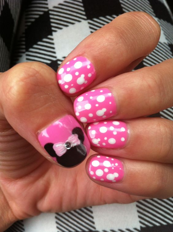 disney nails Minnie Mouse! | Disney | Pinterest | Disney, Acentos ...