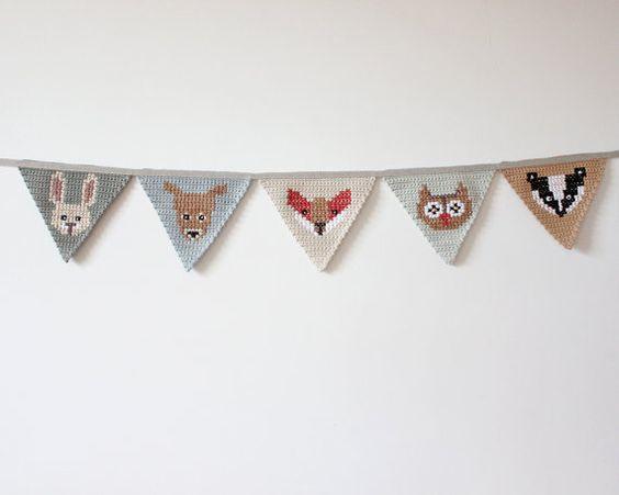 Gehaakte Bunting bos dier kwekerij decoratie. Iets extra speciale toevoegen aan van uw baby kwekerij. Handgemaakte bos dierlijke bunting banner.