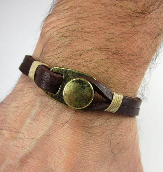 Männer Armband, Lederarmband Herren, Damen Leder-Armband, braun Leder mit Bronze braun Lederarmband Beige Seil Zubehör  MESSUNG: Wählen Sie die Maßnahme am Handgelenk von Optimum-Massen. Messen Sie die Abmessungen der Armbänder in einer geraden Linie in dieser Tabelle. Um die besten Ergebnisse zu erzielen, wickeln Sie Ihr Handgelenk mit einem Seil und danach können Sie dieses Seil und einem Lineal messen. Bitte DO NOT ADD EXTRARAUM bei der Messung  16 cm - 6,3 Zoll 17 cm - 6,7 Zoll 18 cm…