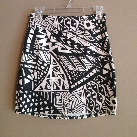 """NWOT Urban Outfitters Skirt NWOT. Waist approx 13"""" laying flat. Length approx 16"""". One teeny tiny pull on front. Not noticeable but pointed out in the interest of till disclosure. Zippered back 7.5"""". Urban Outfitters Skirts Mini"""
