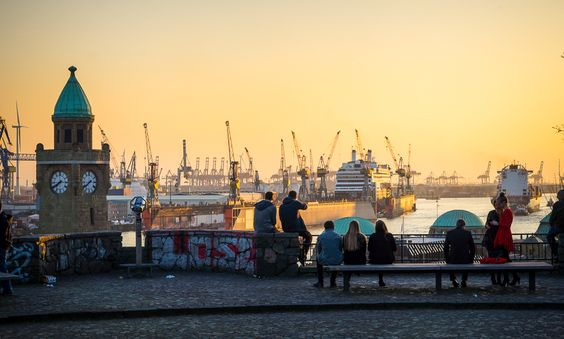 Seit 12 Jahren wohne ich nun in der Hansestadt und habe in diesem Reiseführer die besten Hamburg Insider Tipps zusammengetragen. Neben meinen Empfehlungen setze ich hierbei auch auf Tipps aus meine…