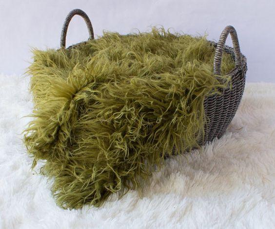 Curly Moss Green Sheep Faux Fur, Newborn Baby Photo Prop, Flokati Look, Faux Sheep Fur, Luxury Photo Prop,