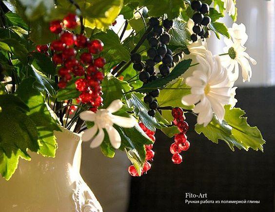 Букет ручной работы. Черная и красная смородины и ромашки. #лепка #ручнаяработа #рукоделие #handmade #flowers #bouquet #vkpost #berries