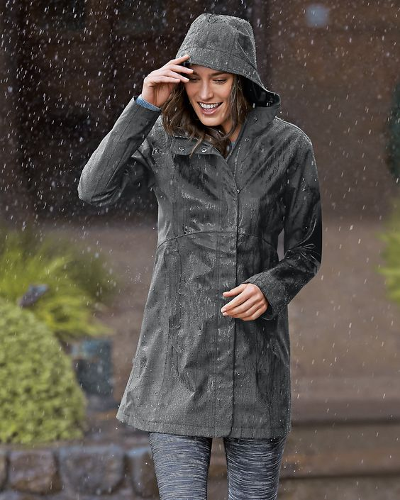 Stay dry and look great in the Women&39s Mackenzie Trench Coat