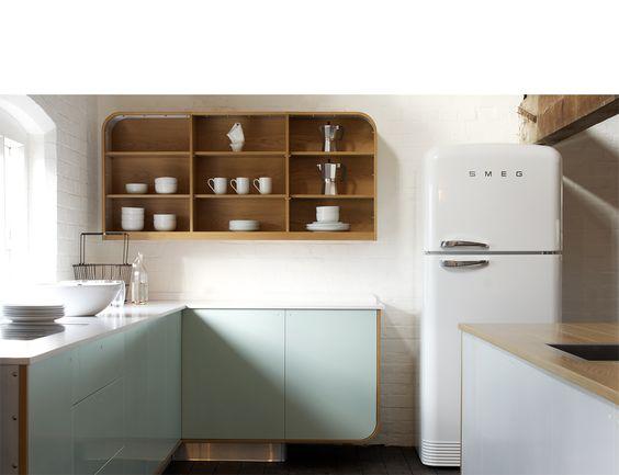 Ohhhhh wat strak is dit zeg. Erg mooi ontwerp zo deze keuken. + de SMEG doet het hem ook geweldig hierbij héh. ^_^