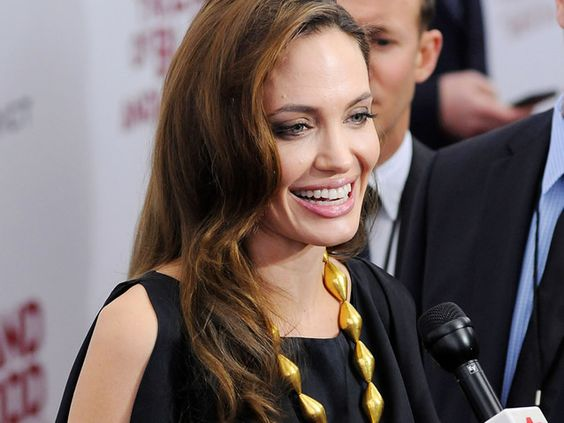 Angelina Jolie is remove both breasts
