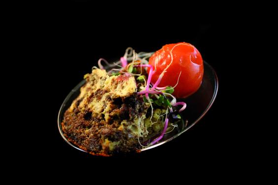 Pastel de morcilla e ibéricos con tomate confitado y germinado de rabanitos. Little Jackson. #Elche #visitelche #destapateelche #gastronomia #ocio #restaurantes #concurso
