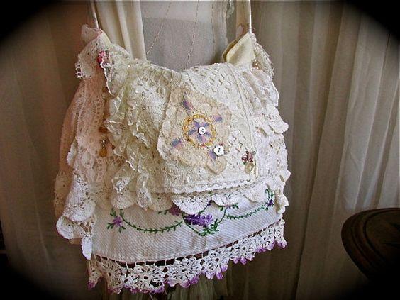 Jahrgang Leinentasche handgefertigt mit süßen Verzierungen. Tasche ist mit meinem weichsten Schnürung und Deckchen aufsetzt. Alle Stoffe,