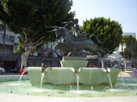 One of the most ridiculous fountains I've ever seen... I know, a weird thing to say.